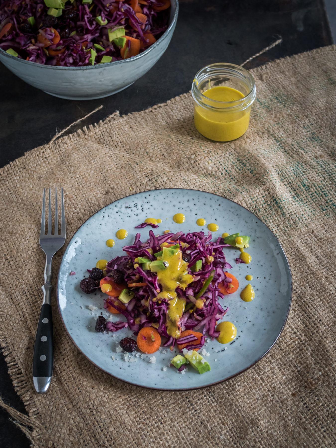 Winterlicher Krautsalat mit cremigem Senf Dressing