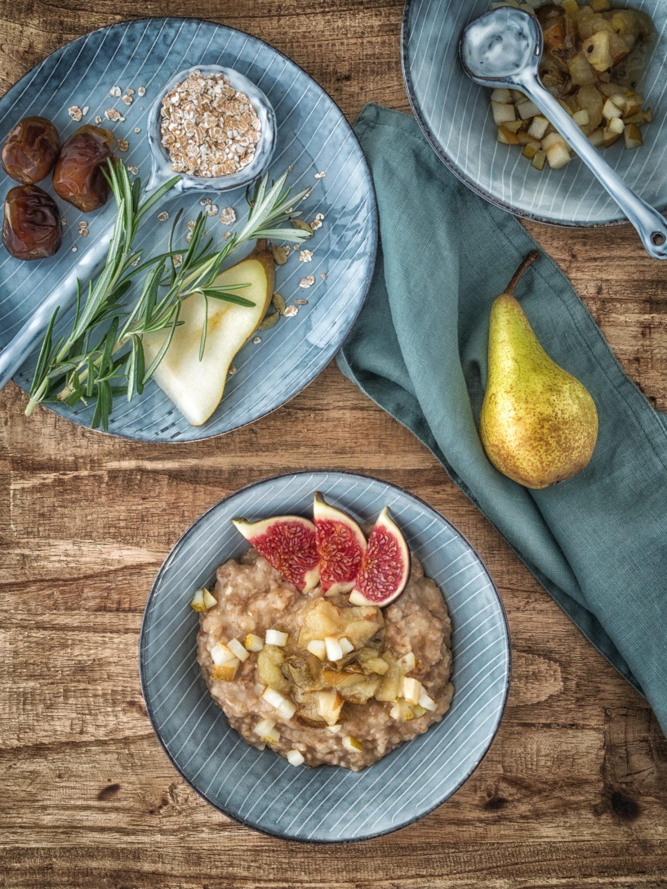 Dinkel-Porridge-mit-Birnen-Rosmarin-Kompott