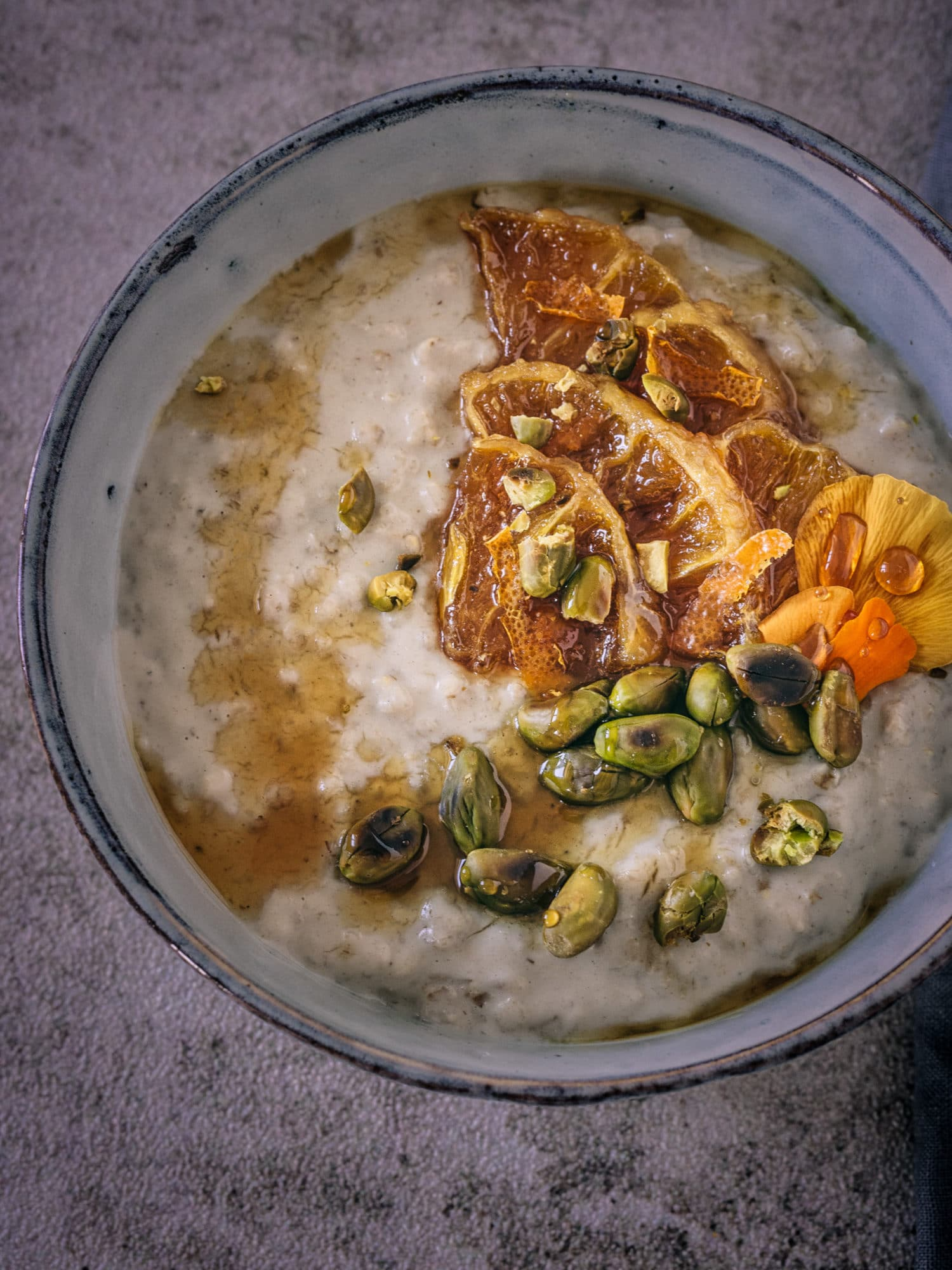 ayurveda ernährung vegane Frühstücksideen zum Muttertag: Tahina Porridge aus der Nähe