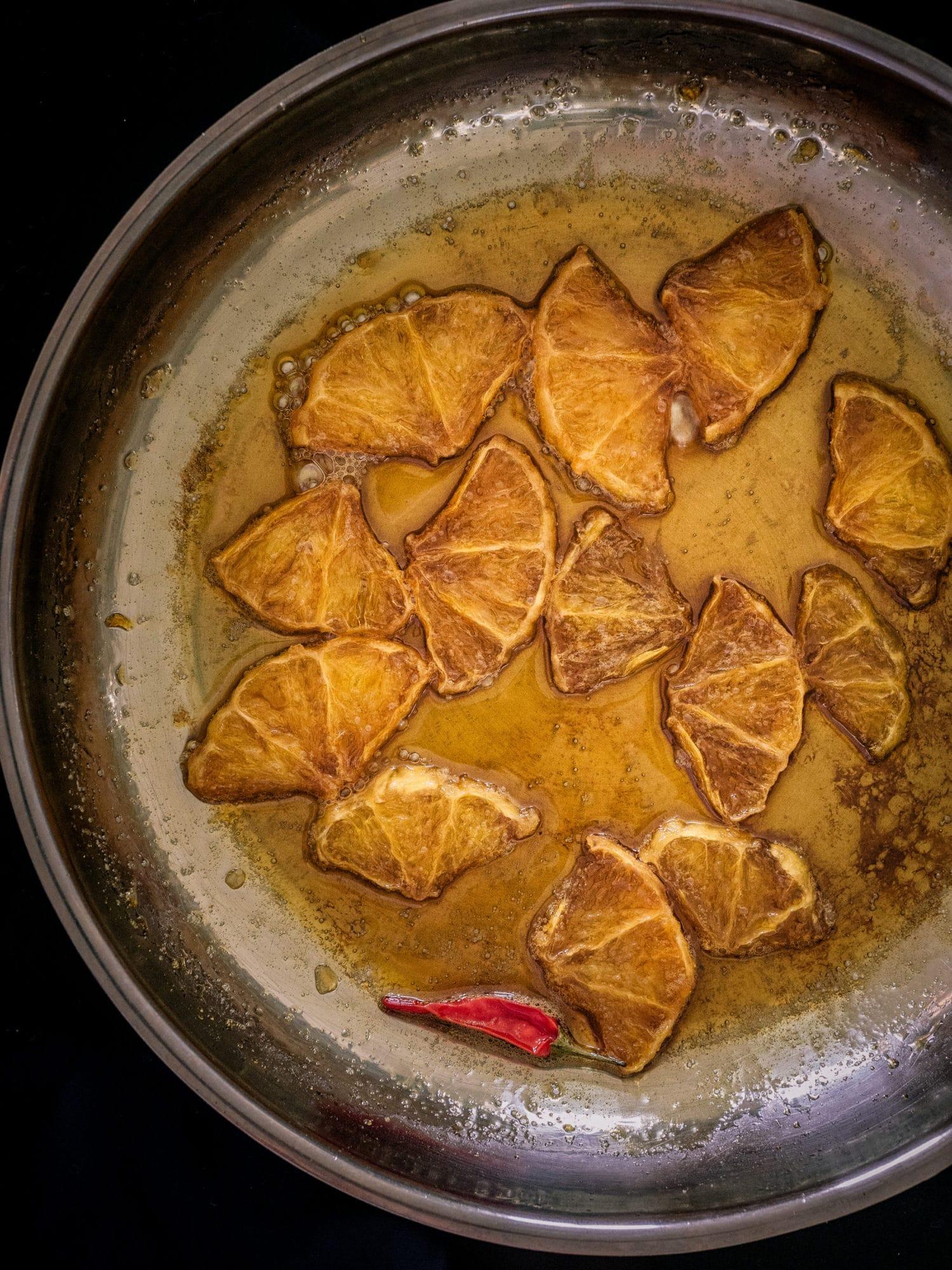 karamellisierte Chili Orangen fürs Tahina Porridge