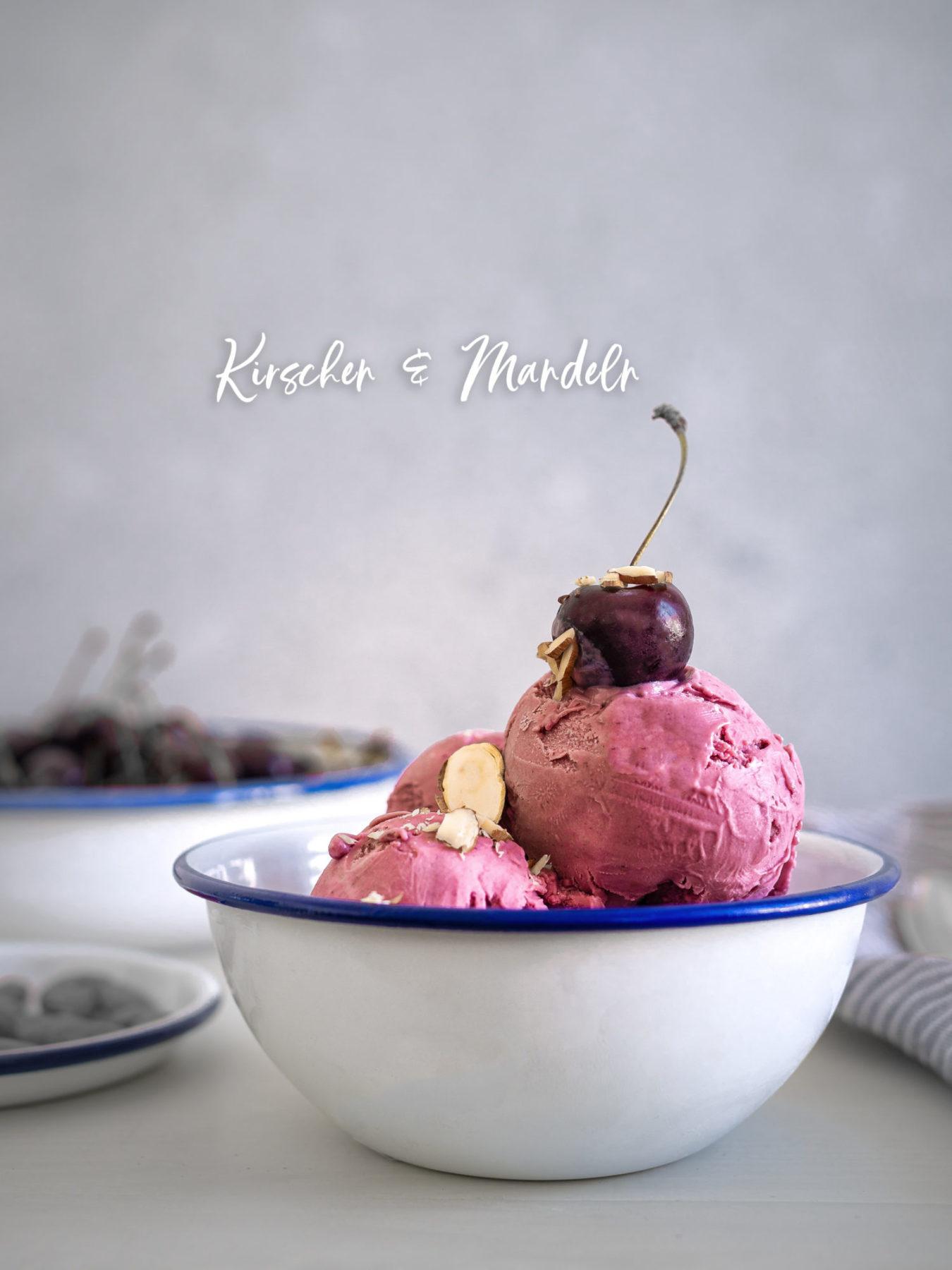 veganes selbst gemachtes Mandel Kirsch Eis aus der Eismaschine