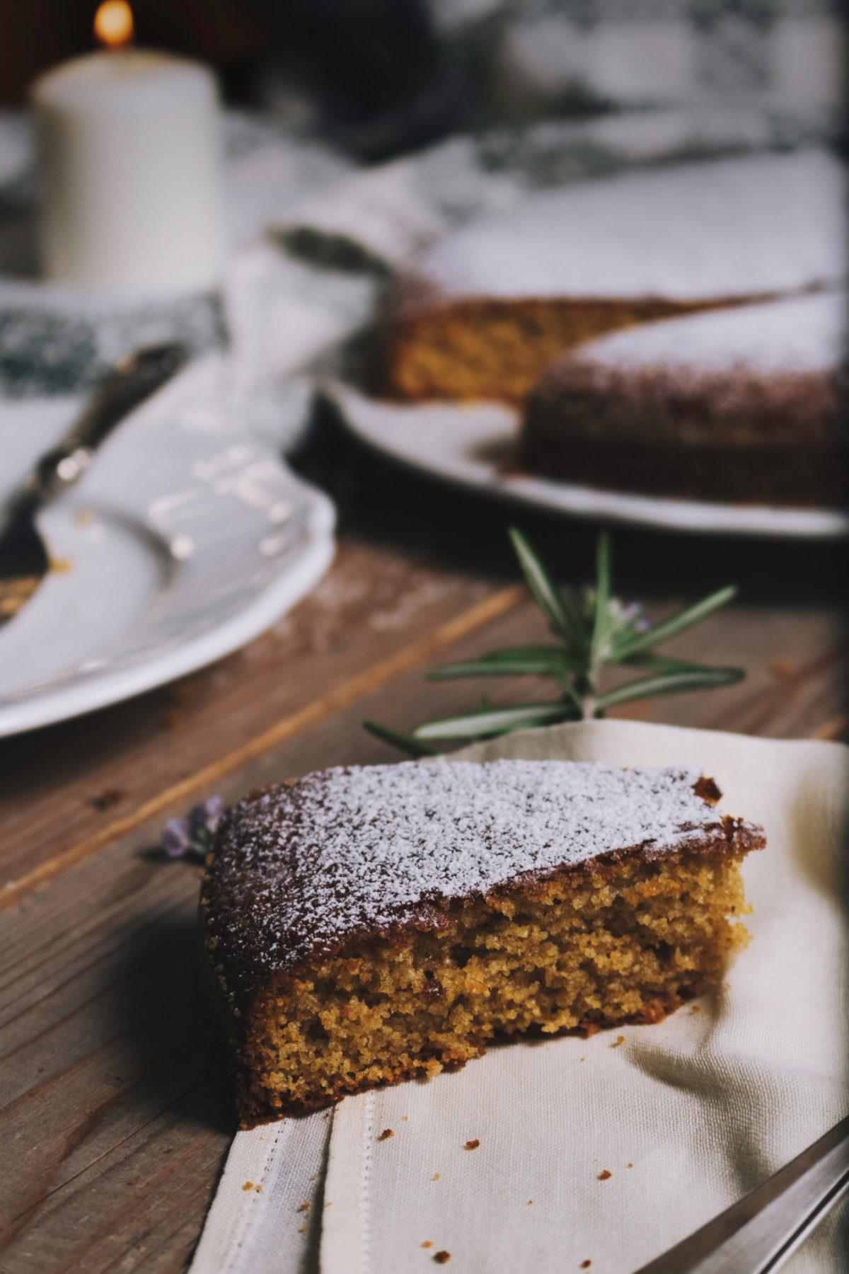 Ein Stück Mandelkuchen