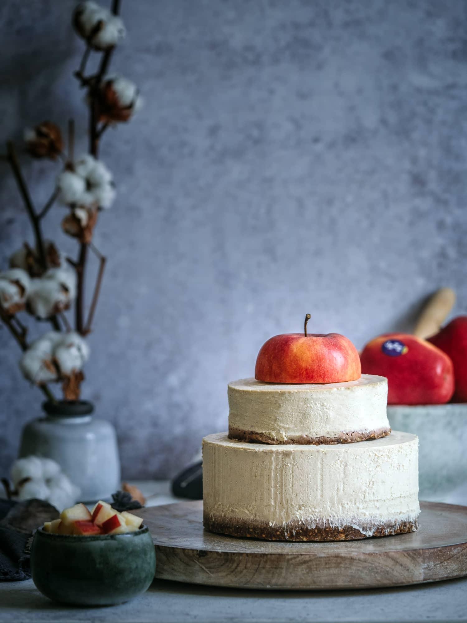 Kuchen ohne Backen mit Apfel obenauf
