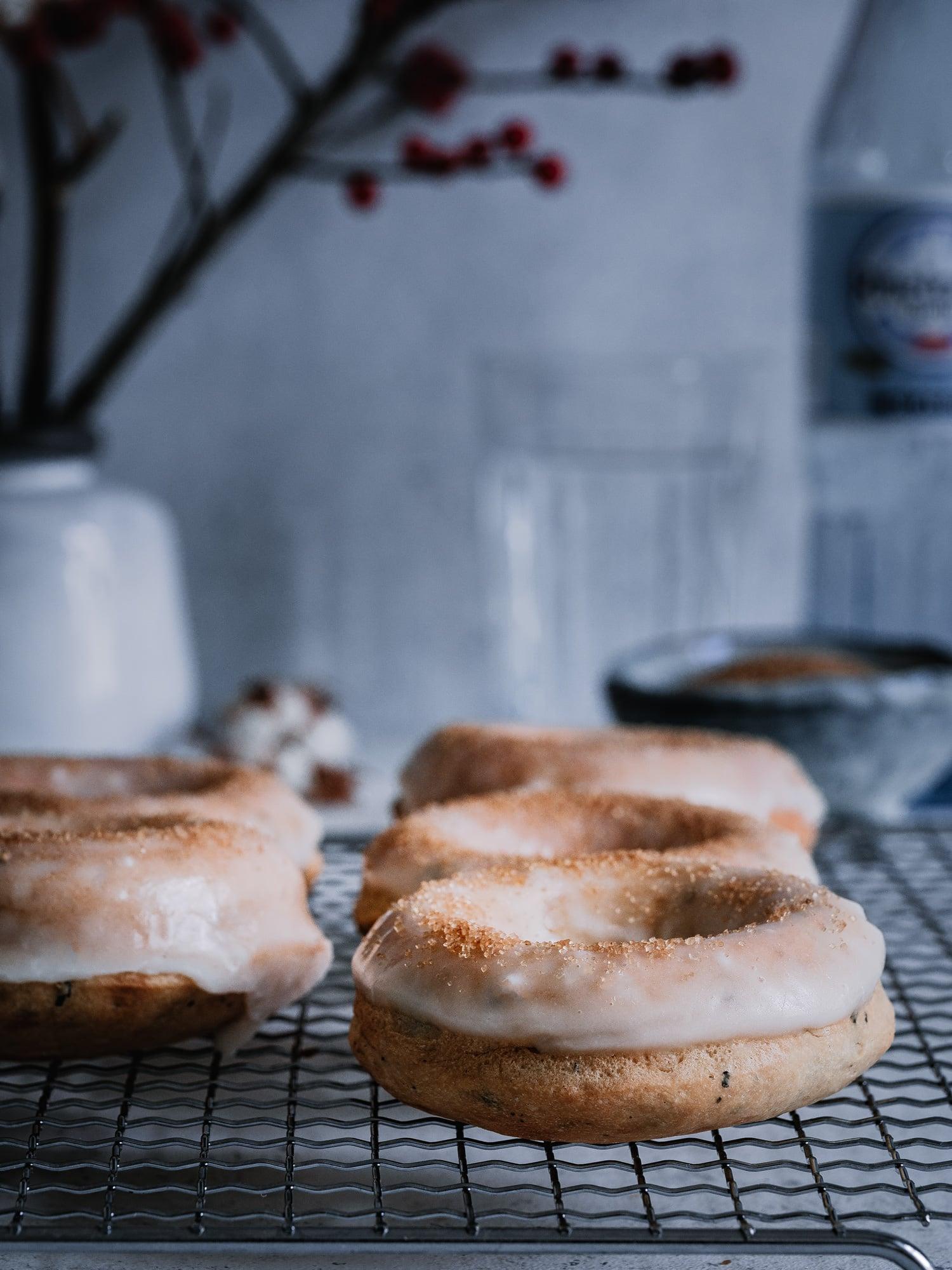 vegane Donuts frisch aus dem Ofen