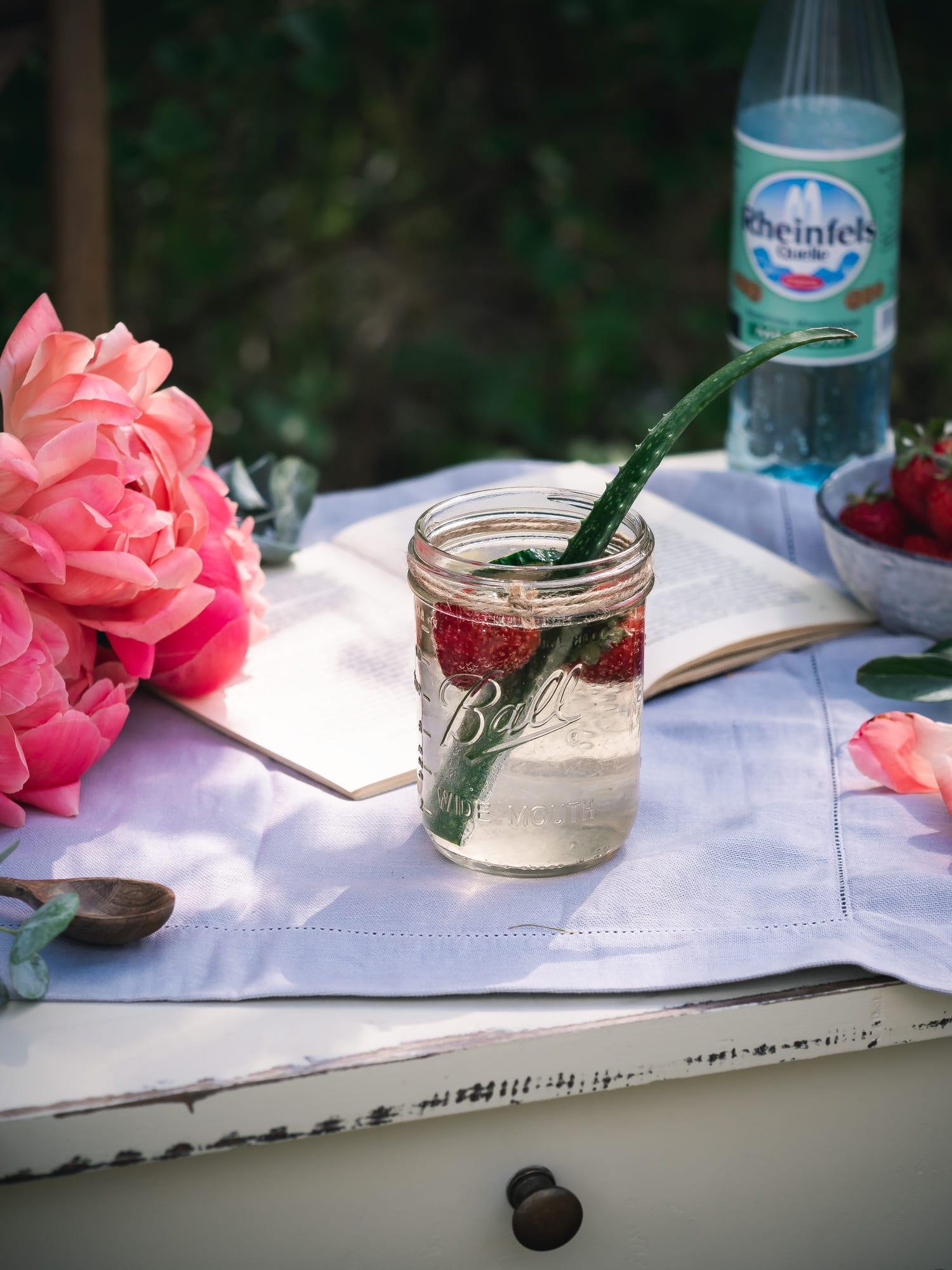 Aloe Vera Saft auf Tisch