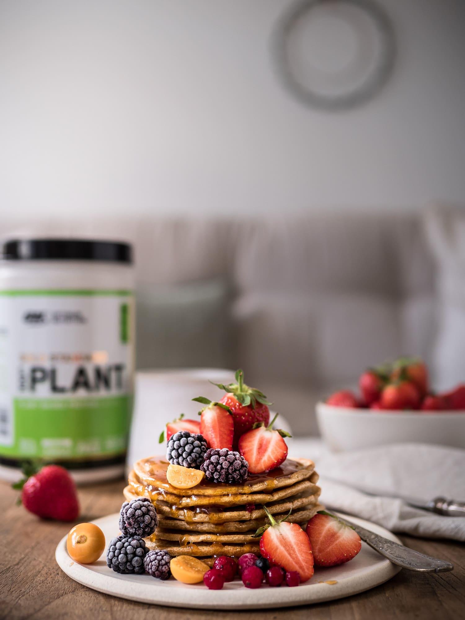 vegane Protein Pancakes mit Beeren