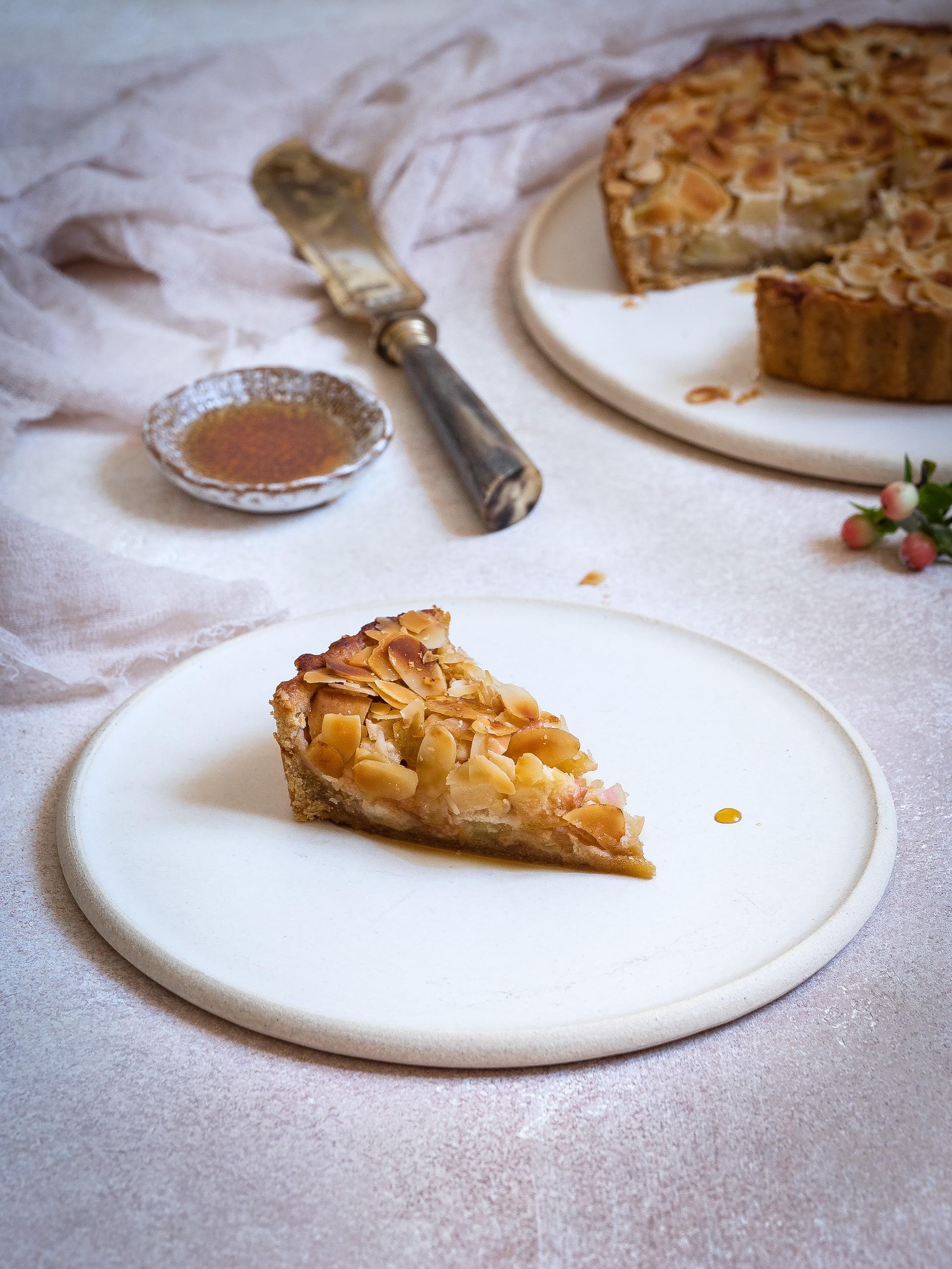 Apfelkuchen Rezept. Einfach, saftig und mit Mandeln. Schneller Apfelkuchen. Vegan, Gesund, mit Zimt. @happymoodfood