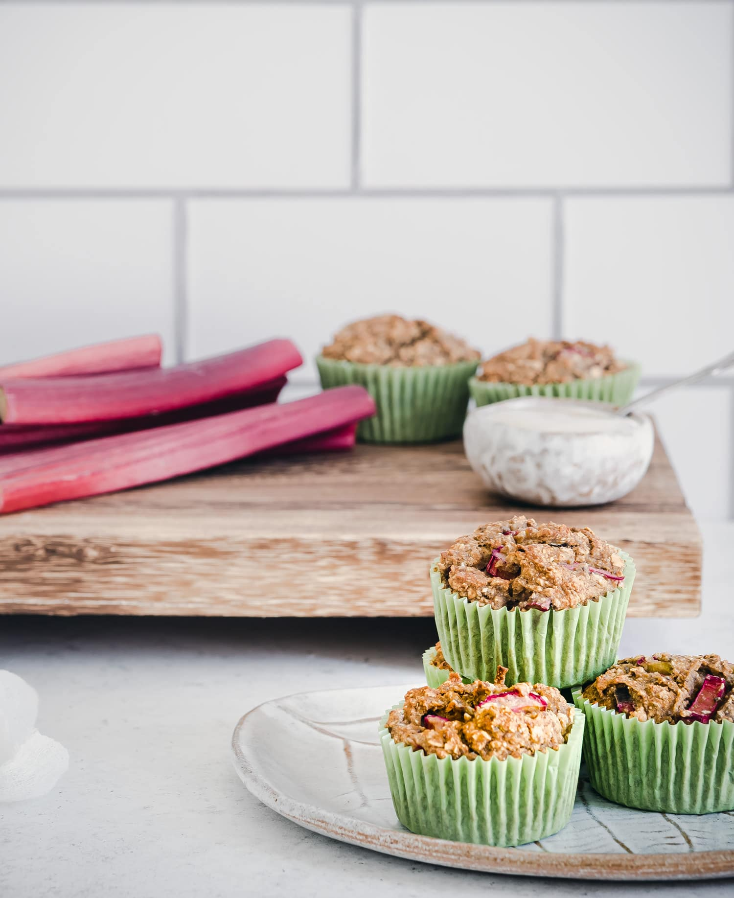 Rhabarber Muffins mit Joghurt. Einfach, vegan, gesund, glutenfrei, ohne Zucker.
