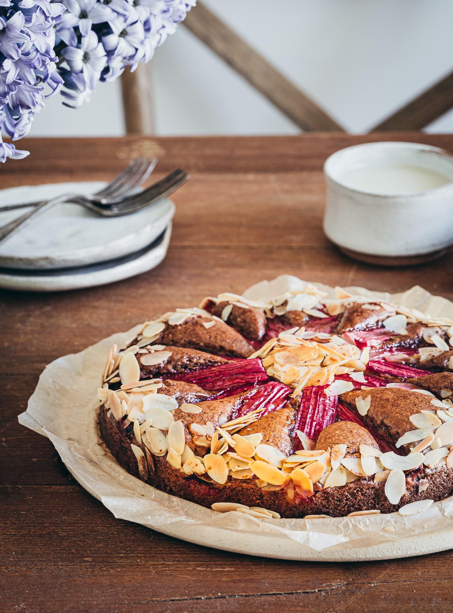 Rhaberberkuchen vegan. Mit Mandeln