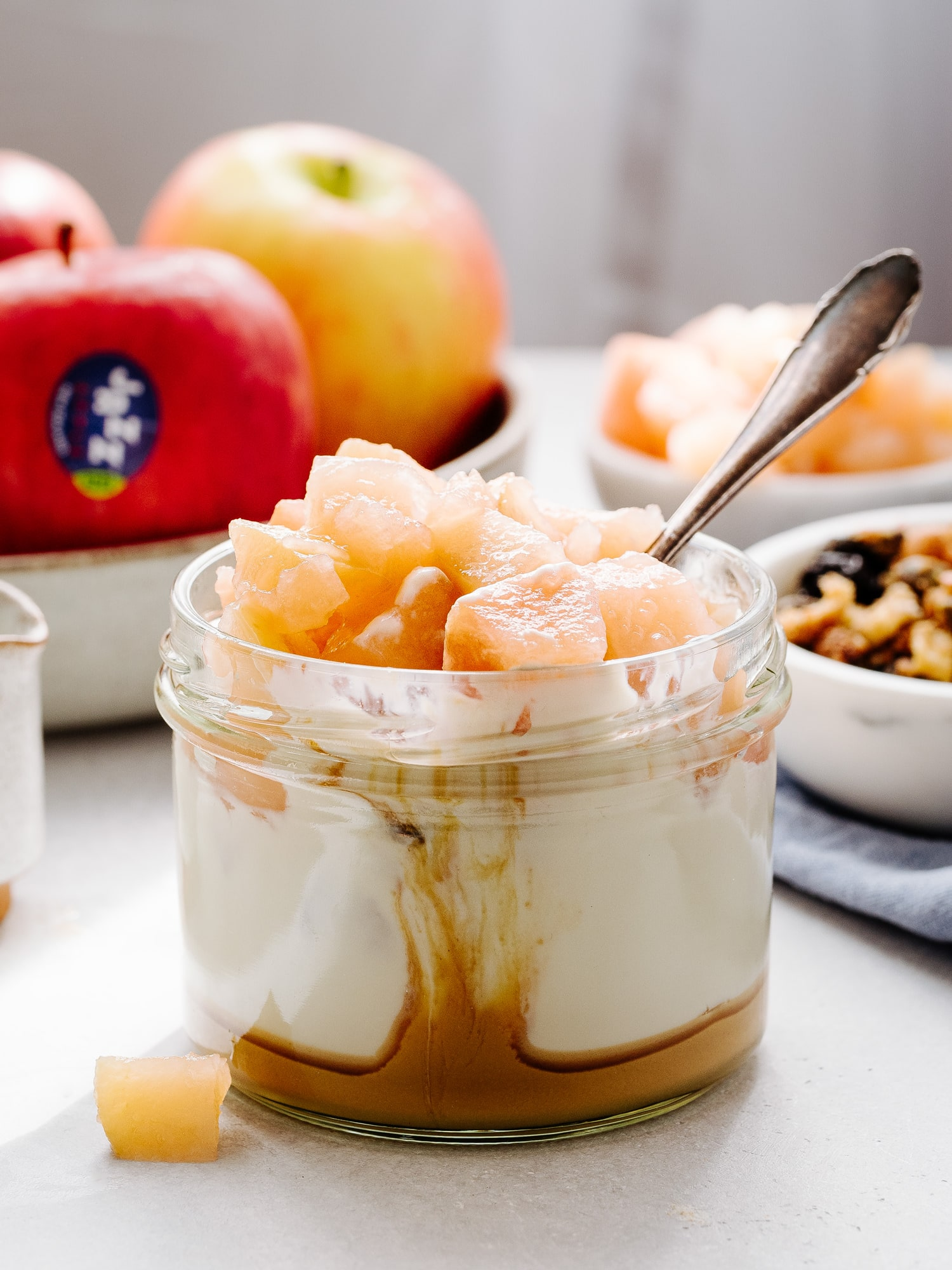 Apfelkompott, Joghurt und Erdnussbutter